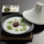 朧月 - 広島初! タジン鍋で作るお粥 紀州の南紅梅