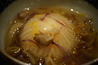 日本料理 太月 - 煮物:蕪の海老真薯煮込み、富士山の山梨県側で採れた天然の茸を使った餡で...