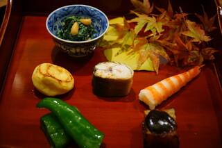 日本料理 太月 - 八寸:菊菜と松の実の白和え、栗の甘煮、落ち鮎の煮浸し、万願寺唐辛子揚げ浸し、茹で海老、賀茂茄子の田楽