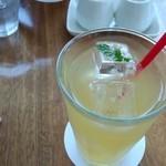 カフェレストラン ラヴィータ - ドリンク。アップルジュース