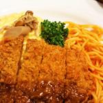 レストラン アサヒ - オムカツカレー。