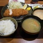 こだわりとんかつ あぢま - 料理写真:特製ロースカツ定食(小120グラム、1320円)