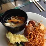 グリーンパーク - 野菜スープ、パスタ、ナスの天ぷら、カボチャの天ぷら、オクラとひじき煮、ミートボール、唐揚げ、里芋のそぼろ煮