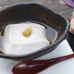 樂や - 料理写真:熱々の落花生豆腐をオリーブオイルと柚子胡椒で。