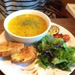 スープス ヤツガタケ - 押麦と野菜のチキンスープ(ワンプレートセット)