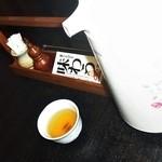 蕎澤 - 卓上の冷そば茶と、ポット、など