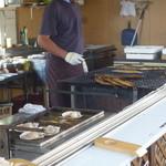 網走感動朝市食堂 - お店の前では焼き物が~、すごくいいにおい♪