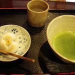 3069290 - 抹茶と生菓子