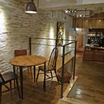 ジンナンカフェ -  B1: 階段下のスペース