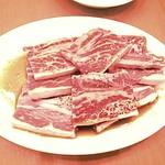 焼肉おもに亭 - 骨付きカルビ