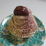 コート・ドール - モンブラン380円、栗をたっぷり使った定番のケーキ、店員さんによるとモンブランがこの店の人気NO1のケーキだそうです。