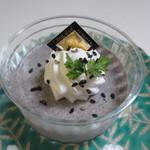 コート・ドール - 黒ごまdeブラマンジュ350円、黒ゴマと牛乳を使って作ったブラマンジュ、冷たく冷やして食べると暑い夏にぴったりの一品です。