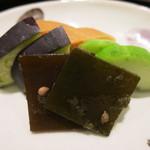 日本料理 太月 - 26年8月 お新香 昆布、瓜、茄子、大根