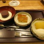 日本料理 太月 - 26年8月 蜂蜜アイス・桃コンポート、ピオーネゼリー、水羊羹・クリームチーズ