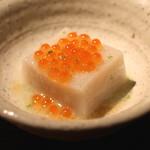 蕎麦懐石 無庵 - そば豆腐 イクラかけ (2014/09)