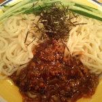 旺仔餃子 - ジャージャー麺