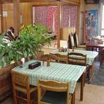我部祖河食堂 - 本店 店内 テーブル席の様子