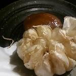 浜鶏 - にんにく丸揚げ210円