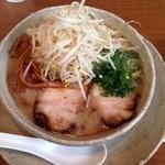 30702338 - とんとろ(650)+もやし(100)焼豚は宮崎スタイルにしては珍しい煮豚の味でウマい