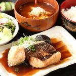 秋葉原漁港 快海 - 日替わりの肴を使用した「本日のお魚定食」