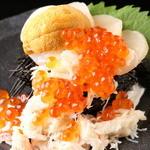 秋葉原漁港 快海 - 赤字覚悟の「北海てんこ盛り」毎日限定10食まで。