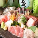 秋葉原漁港 快海 - その日に仕入れた魚を盛り合わせでご提供することもできます。