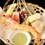 秋葉原漁港 快海 - 「魚天串の盛り合わせ」わさび塩に付けて召し上がれ♪