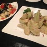 張家 - 茄子の山椒揚げ、豆腐とピータンの特製ダレがけ
