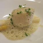 モンプチコションローズ - 26年9月 ホタテとホワイトアスパラのプレゼ 牡蠣の泡立てたソース