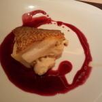 30708844 - 鯛の鉄板焼き(鯛+チーズ、ぶどうのソース)