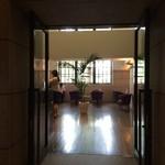 ディー・エル・カフェ - カフェの入り口