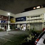 3071329 - 土曜日夕方18時、ショッピングセンターは閑散としております。