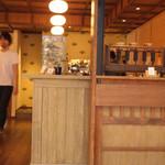 カフェ キツネ - スタイリッシュな空間
