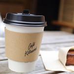 カフェ キツネ - テイクアウト用のカップでカフェラテ