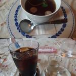 ステーキ豊 - セットのスープ(上)と食後のドリンク、アイスコーヒーを選択(下)