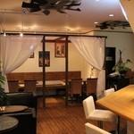LUAU+cafe - ハワイアンミュージックが流れる店内♪