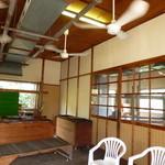 平井製麺所 - 隣の待合室