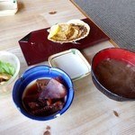 30718704 - 貝焼きと小鉢と味噌汁とホヤ