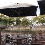 DBL CAFE DINER - オープンテラス席