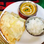 アグリム - チーズナンとチキンカレーのランチセット