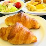 30720196 - 朝食は和食と洋食のビュッフェで地元の食材も楽しめます♪