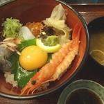 サンライズ食堂 - 生しらす海鮮丼(1580円)