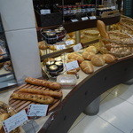 ポンパドウル - パン売り場