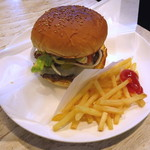 ハプナカフェ - Hapuna Cheeseburger(\980、2014年8月)