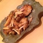 ゆるり家 - 秋鮭のバター焼きwithきのこソース(期間限定680円)。