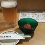 30728330 - つきだしと生ビール大 大ジョッキがあるのはビール飲みにとってうれしい