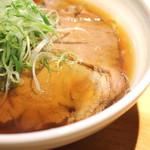 ラーメン巌哲 - 肉醤油 のチャーシュー と スープ (2014/09)