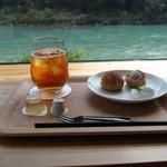 30739996 - 紅茶シューとドリンクセット(しまんと紅茶)650円