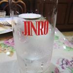 欧風家庭料理 VON - お冷のコップはなぜかJINRO(笑)