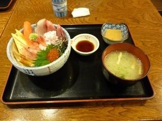 じもの亭 - 海鮮丼(雪)